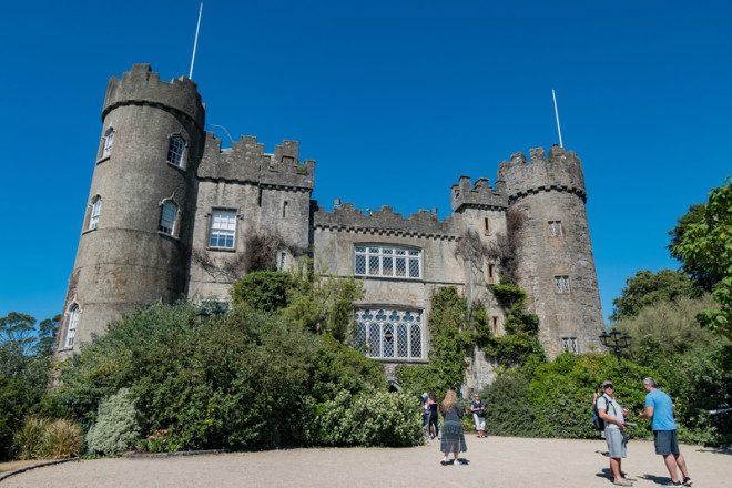 Castelo de Malahide ficará pertinho. © Chon Kit Leong   Dreamstime.com