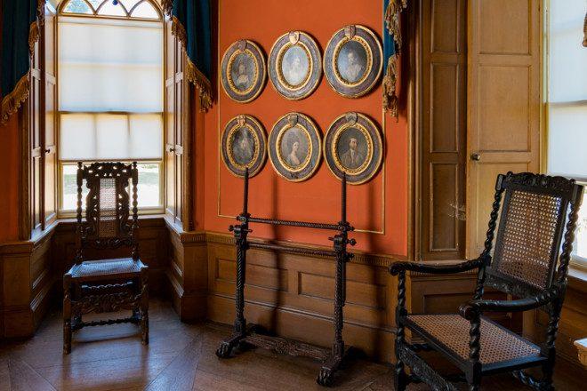 Interior do Castelo Malahide. © Chon Kit Leong   Dreamstime.com