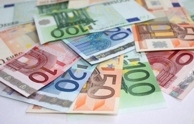 Haja dinheiro para ir em um casamento na Irlanda© Tanyashir | Dreamstime.com