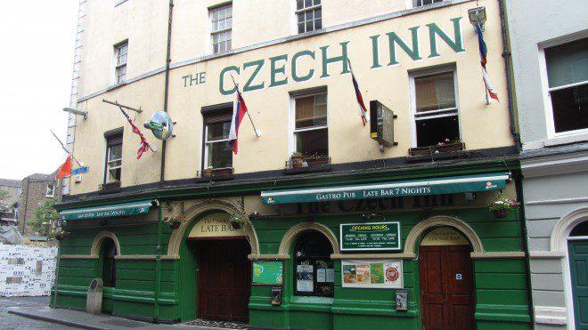 No pub The Czech Inn, você pode experimentar as deliciosas cervejas tchecas. Reprodução: Flickr.