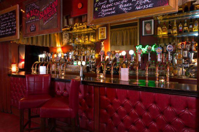 Crane Lane esta localizado nas ruínas de um antigo clube de cavalheiros no centro velhoda cidade.vCreditos: Crane Lane Theatre.