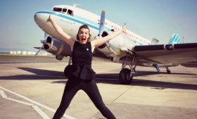 Voando no primeiro avião comercial da história – All That Jess#34