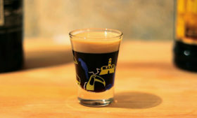 """Como preparar um shot """"Baby Guinness"""" – PCVV#89 Pílula"""