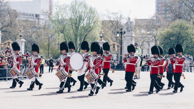 Troca da Guarda Real é uma experiência imperdível. © Daliu80 | Dreamstime.com