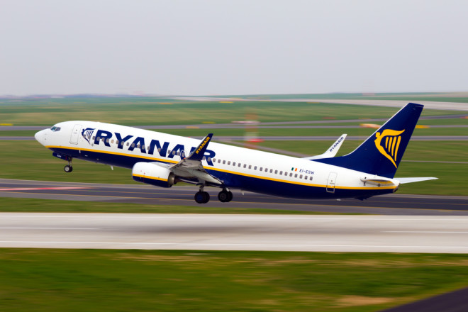 A Ryanair é uma das maiores cias aéreas low cost da Europa. Crédito: Senohrabek/Depositphotos