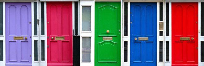 As portas coloridas são tradicionais em toda a Irlanda. Crédito: Ddkg   Dreamstime.com