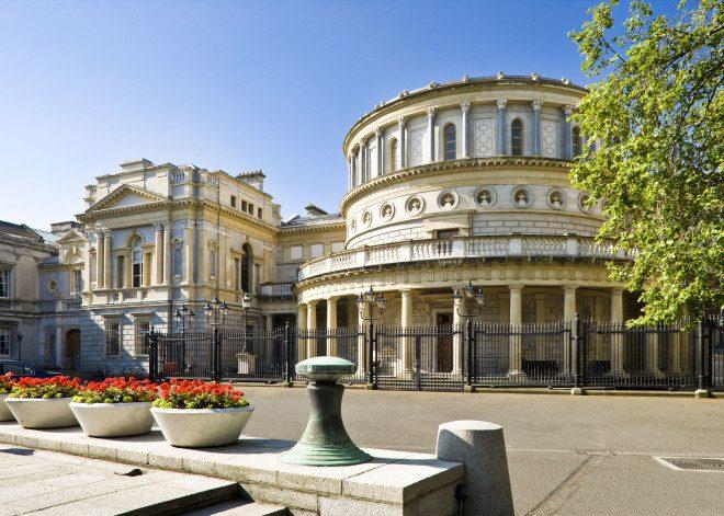 O Museu Nacional Irlandês apresenta o coral americanoBenet Academy. reprodução: Discover Dublin