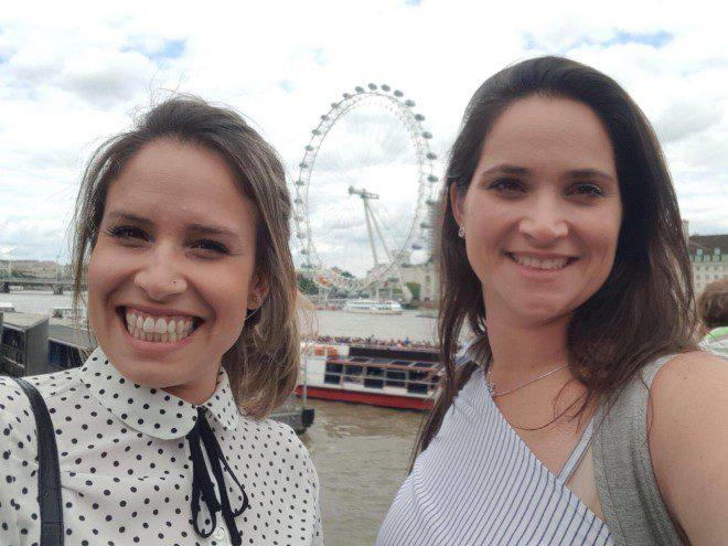 Juliana e Fabiana escolheram a London Eye (Londres) para o noivado. Crédito: arquivo pessoal