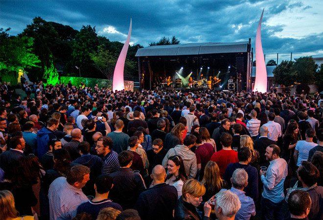 Evento com música ao vivo reunindo bandas como Ham Sandwich, entre outras. Reprodução: Leopardstown