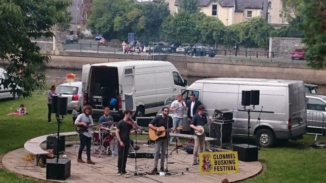 Festival que reúne grandes músicos de rua em Tipperary. Reprodução: Flickr