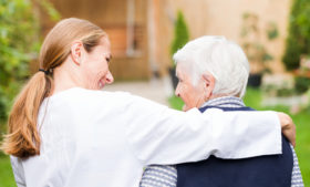 5 certificações importantes para quem quer trabalhar como cuidador na Irlanda
