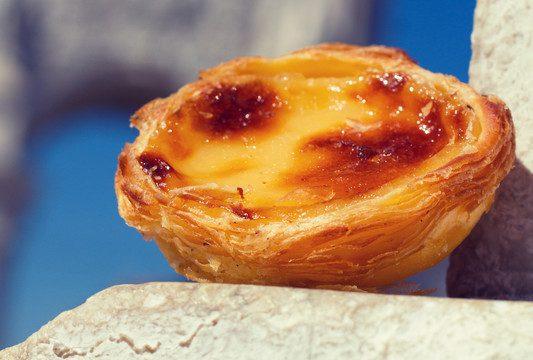 Pastel de Belém, de massa crocante e recheio a base de ovos e leite, a tradicional confeitaria portuguesa. Crédito: Natalia Mylova   Dreamstime
