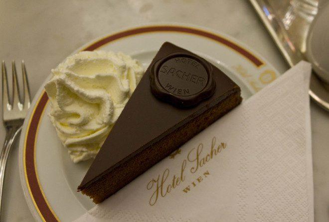 A torta Sacher leva o nome do hotel onde foi criado em Viena, na Áustria. Crédito: Greta Gabaglio   Dreamstime