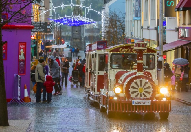 Festival de Natal de Waterford conta até com bondinho. Foto: Dooley's Hotel