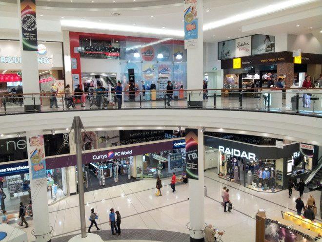 Lojas e shopping também fecham mais cedo na véspera de Natal. Foto: Valentina C   Dreamstime