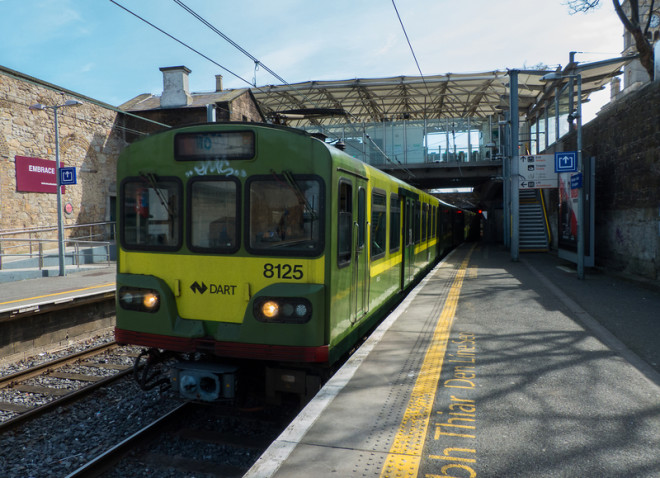 Trens do Dart também funcionam na noite de Réveillon atendendo algumas estações. Foto: Michael Harper   Dreamstime