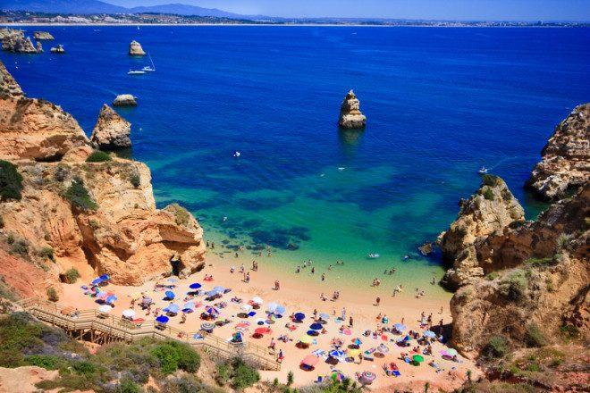 Algarve, no sul de Portugal, estância turística que recebe muitos aposentados. Crédito: Anobis   Dreamstime