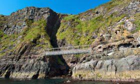 Irlanda do Norte tem passeio paradisíaco à beira das falésias