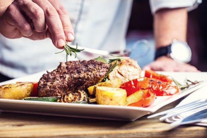 Irlanda está em busca de 8 mil cozzinheiros profissionais para suprir carência no setor, visto de trabalho para chefs deve ser facilitado. Foto: Marian Vejcik /Dreamstime