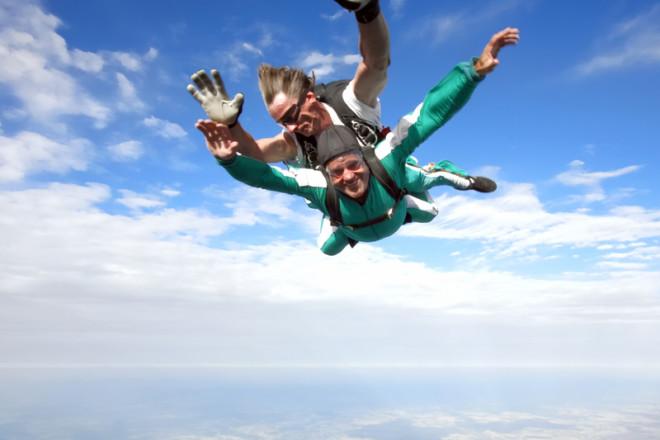 Simulador de voo de paraquedas, uma opção para quem ainda não tem coragem de saltar na vida real. © DrazenVukelic | Dreamstime.com
