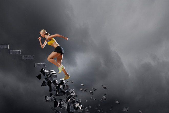 Cair e levantar faz parte do intercâmbio. © Sergey Khakimullin   Dreamstime.com