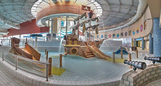 Diversão para a toda a família, o Aquazone possui toboáguas e praias de mentira em um parque climatizado. Foto: Divulgação