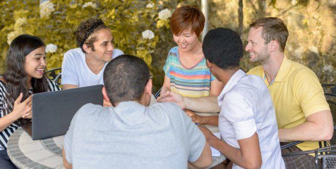 Será que morar com estrangeiros é sempre a melhor opção? © Mheim301165 | Dreamstime.com