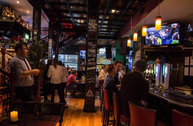 O Trinity Bar Venue oferece 11 telas para os torcedores. Reprodução