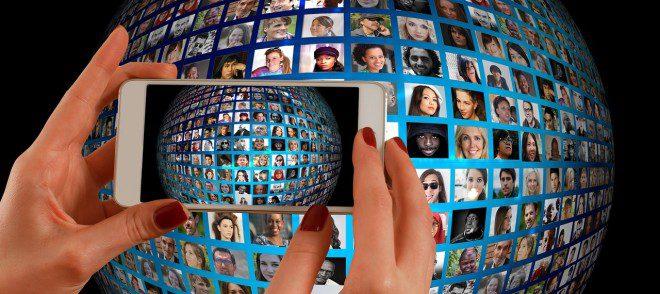 Fazer contatos durante o intercâmbio pode ser essencial para a sua carreira. Foto: Pixabay
