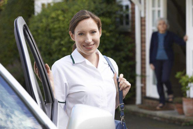 Compensa possuir um carro para fins profissionais na Irlanda? © Ian Allenden   Dreamstime.com