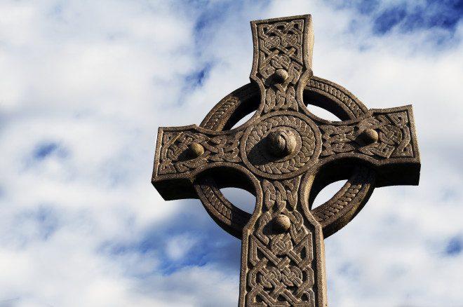 Cruz Celta um dos símbolos mais tradicionais na Irlanda. © Mark Dyde | Dreamstime.com