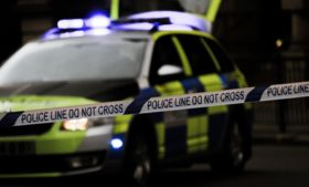 Como reportar crimes e casos de violência na Irlanda?