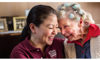 Quais são os contratos e horários para cuidadores na Irlanda?