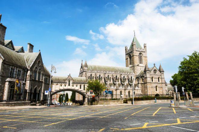 Christ Church Cathedral marcam o estilo arquitetônico irlandês.© Madrugadaverde | Dreamstime.com