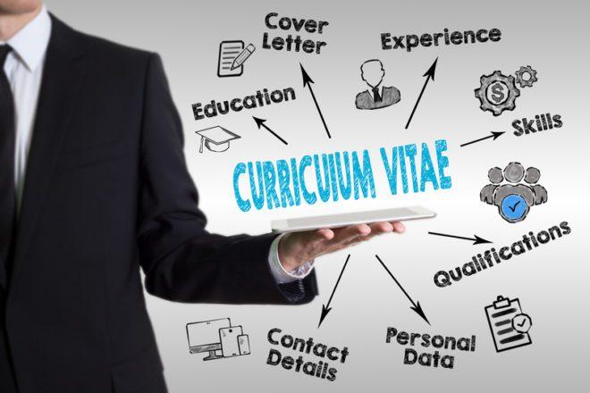 Adicione informações no seu currículo a partir da oportunidade que você quer conseguir.© Edgars Sermulis|Dreamstime.com