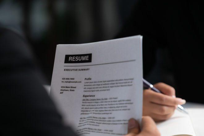 O recrutador tem seis segundos aproximadamente para avaliar seu CV.© BiancoBlue|Dreamstime.com