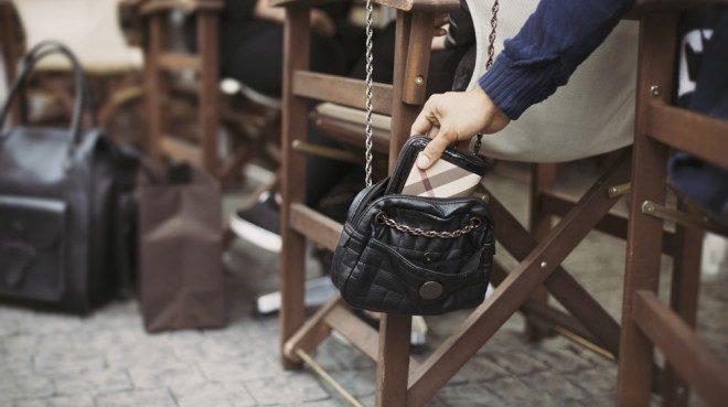Pickpockets são comuns em algumas capitais ensolaradas como Barcelona. Foto: Traveling Chic
