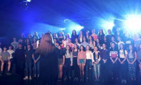 Estudantes de gaélico viralizam cantando versões de músicas famosas