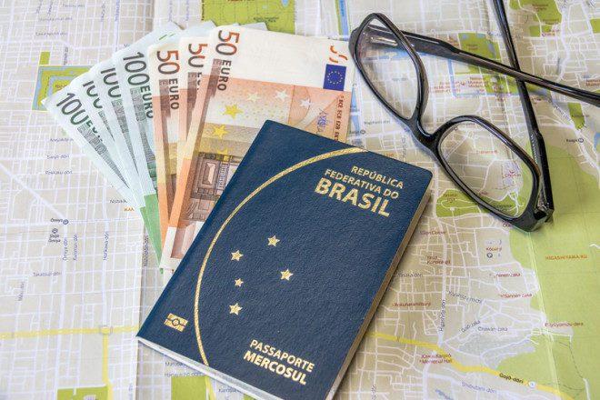 O passaporte tem de ter validade de ao menos seis meses após data de saída da Irlanda. Crédito: © Diego Grandi Dreamstime