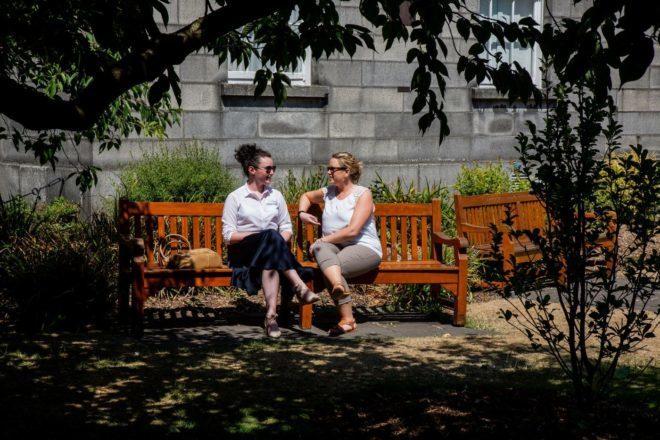 Campus da Trinity College, apesar de ser no centro, é tranquilo e silencioso. Foto: Divulgação