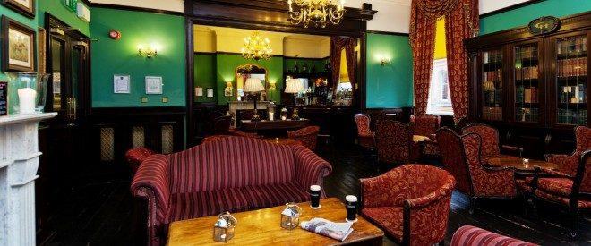 The Library Bar é perfeito para relaxar com uma pint no centro de Dublin. Foto: Central Hotel