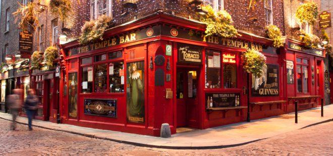 Dublin tem quase 800 bares, o mais famosinho deles, o The Temple Bar.©Attila Tatár|Dreamstime.com