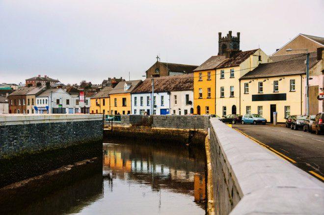 A cidade de Waterford é muito receptiva e possui muitas atrações.@ Madrugadaverde   Dreamstime