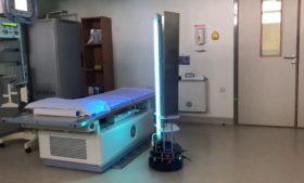 Robô irlandês faz limpeza de coronavírus com luz ultravioleta