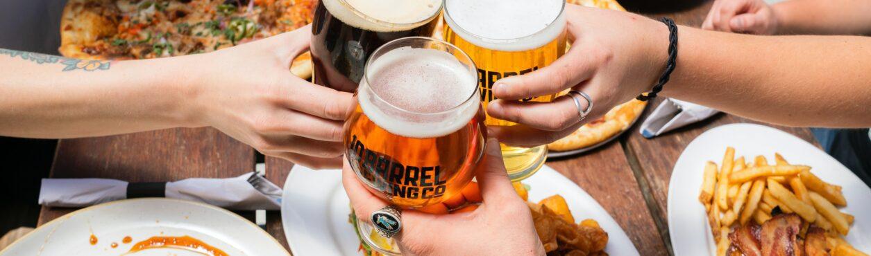 Coronavírus: pubs terão valor mínimo de pratos para abrir em junho