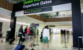 8% dos passageiros vindos do Brasil e testados na Irlanda têm resultado positivo para Covid-19