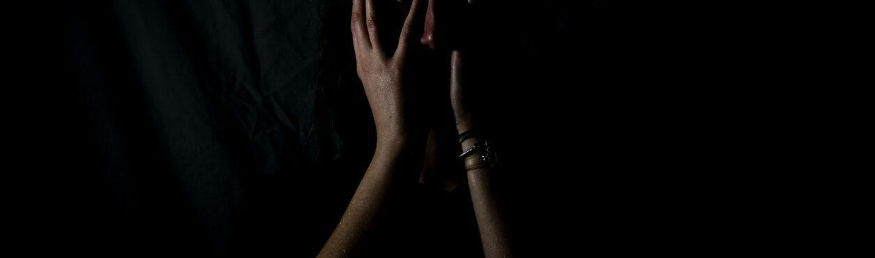 O que fazer em caso de violência contra a mulher na Irlanda?