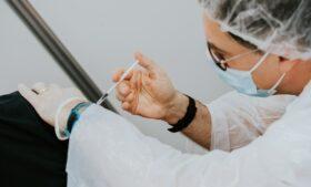 Vacina na Irlanda: 61,3% dos adultos tomaram pelo menos 1 dose