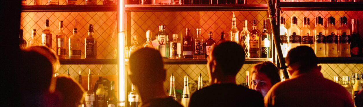 Lockdown na Irlanda: reabertura de área interna de pubs e restaurantes