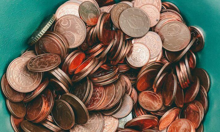 Homem tem salário pago em Dublin com 30 kg de moedas